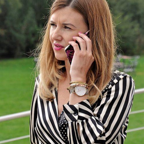 Slavěna Vorobelová telefonuje